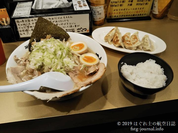 ラーメン+焼餃子の黄金方程式[超ごってり麺ごっつ]